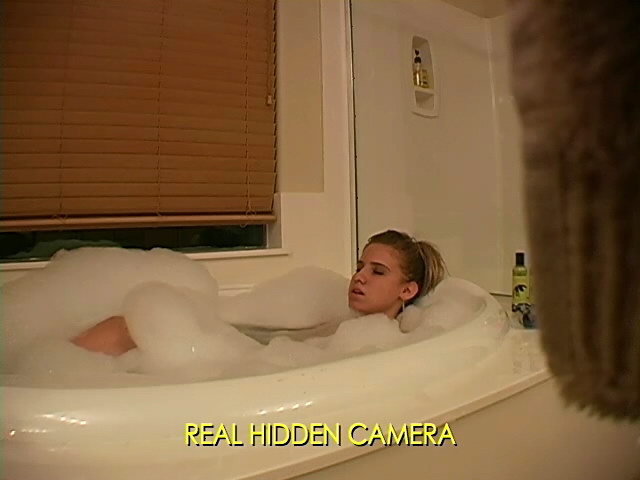 Outstanding Platinum-blonde Stunner Amanda Jerking In Elastic Bathtub On Actual Hidden Digicam